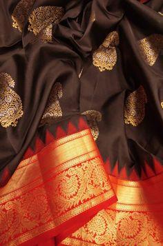 Online shopping from a great selection at Clothing & Accessories Store. Kanjivaram Sarees Silk, Indian Silk Sarees, Soft Silk Sarees, Brocade Saree, Saree Tassels Designs, Silk Saree Blouse Designs, Trendy Sarees, Fancy Sarees, Saree Jewellery