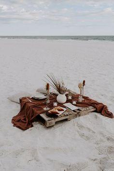 Beach Dinner, Beach Picnic, Beach Proposal, Cute Date Ideas, Beach Date, Picnic Date, Romantic Picnics, Photo Images, Decoration Table