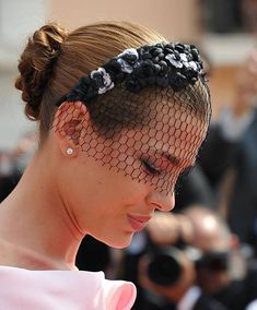 How to Style your Hair for a Daytime Wedding Guest. It's wedding season, and it's time to start looking for the perfect dress, shoes and accessories, so that you'll be one of the most. Charlotte Casiraghi, Patricia Kelly, Grace Kelly, Monaco Princess, Daytime Wedding, Jessica Parker, Fascinator Hats, Fascinators, Headpieces