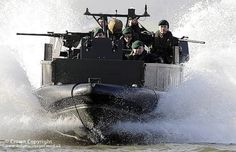 Royal Marines from 539 Assault Squadron take an Armoured Raider Craft for a test drive. British Royal Marines, British Armed Forces, Landing Craft, British Things, Fast Boats, Us Coast Guard, War Photography, Navy Ships, Royal Navy