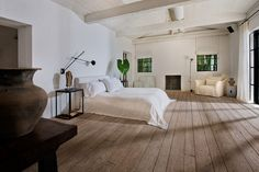 Calvin Klein's Miami Beach Home for Sale at 4452 N. Bay Road, Miami Beach, FL Designed by Axel Vervoordt. Architectural Digest, Dream Bedroom, Home Bedroom, Bedrooms, Master Bedroom, Miami Beach House, Miami Residence, La Croix Valmer, York Apartment