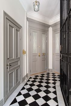 Doors painted in grey and the wall is also painted in lightgrey. White ceiling and black elevator creates good contrasts and a nice entrance situation in this stairwell on Södermalm. Bathroom Colors Gray, Grey Bathrooms, Portal, Tile Tub Surround, White Staircase, Stair Well, Modern Powder Rooms, Grey Ceiling, Shower Tile Designs