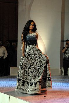 A fusion of Eastern & Western clothing Pakistani Outfits, Indian Outfits, Ethnic Fashion, Asian Fashion, Desi Wear, Desi Clothes, Indian Couture, Pakistani Bridal, Indian Ethnic Wear
