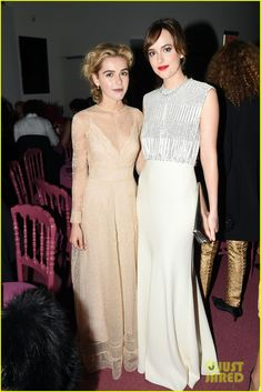 Emily Blunt & Dakota Johnson Are the Guggenheim's Glam Gala Gals! | kiernan shipka emily blunt dakota johnson guggenheim intl gala 02 - Photo