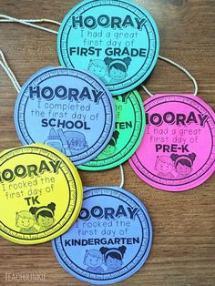 Here is a fun, free printable to make the first day of school awesome. These free first day of school necklaces are ready to print or you can edit them too. Preschool First Day, First Day Of School Activities, First Day School, Kindergarten First Day, First Grade Classroom, Beginning Of The School Year, New School Year, Kindergarten Activities, School Fun