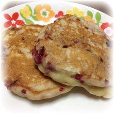 Raspberry Buttermilk Pancake = 125g flour + 1/2 tsp baking powder + 1/8 tsp salt + 15g sugar + 1 TBS lemon zest + 1/4 cup chopped frozen raspberry + 1 egg + 1 TBS grapeseed oil + 110g butter milk + 1 TBS lemon juice