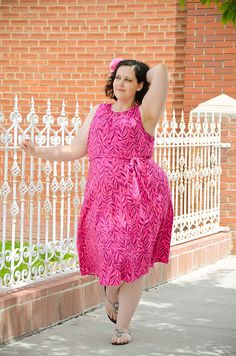 Gwynnie Bee member Toni wears the Lands' End Keyhole Dress in Pink Leomonade Print in her Not a Model photo shoot