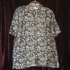 2ff87806 Munsingwear Large Green Hawaiian Shirt with White Hibiscus Flowers. White  HibiscusHibiscus FlowersHawaiianCasual Button Down ShirtsOverallsMens ...
