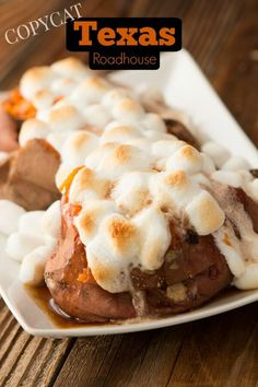 Texas Roadhouse loaded sweet potato copycat recipe - Oh, Mama! Check out this Texas roadhouse loaded sweet potato copycat recipe! Loaded Sweet Potato, Sweet Potato Casserole, Sweet Potato Recipes, Sweet Potato Toppings, Texas Roadhouse Sweet Potato Recipe, Texas Roadhouse Recipes, Texas Roadhouse Broccoli Recipe, Baking Recipes, Dessert Recipes