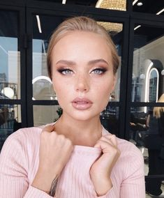 Natural and polished. Glowing natural makeup inspiration ideas looks. - Jaten Make-up Bridal Makeup Looks, Wedding Hair And Makeup, Bridal Makeup For Green Eyes, Makeup For Silver Dress, Makeup For Brides, Makeup For Big Eyes, Simple Bridal Makeup, Wedding Makeup For Blue Eyes, Wedding Lipstick