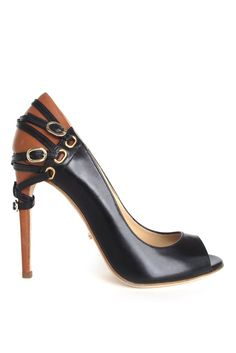 Jerome C. Rousseau Spring 2014 Twitter @ThePowerofShoes www.SocietyOfWomenWhoLoveShoes.org Instagram @SocietyOfWomenWhoLoveShoes