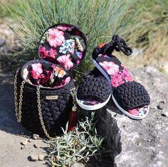 Сумочка и сандалии. Крутой тандем  Носили бы? _________________ На эту модель сумочки доступен мастер класс  Хотите? тогда скорее  в direct или Viber/wa +375-29-341-42-11 и подробный мастер-класс ваш  #knitting_is_love @knitting_is_love #белорусскиедизайнеры #belarus #сумка #вязанаясумка #workshop #вяжутнетолькобабушки #instaminsk #вязанаясумкаминск #мастеркласс #livingcrochet #hand_for_made #bag #knitstagram #нежнятина #bm_knitting #onelovehandmade #handmade_fifi #i_lov...