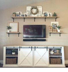 Tv wall unit with floating shelves shelf above units entertainment center ideas decor under designs . tv wall unit with shelves uk decoration Wall Decor Above Tv, Shelf Above Tv, Tv Shelf, Wall Shelves, Glass Shelves, Wall Entertainment Center, Entertainment Weekly, Cool Diy, Easy Diy