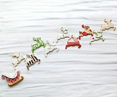 Santa's Reindeer Team  Great tutorials on some fun (though time consuming) icing designs.