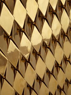 """Wellington"" tile in gold high gloss finish, with each row facing in alternate directions"