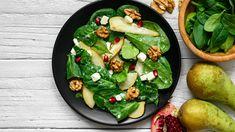 Sałatka z granatem może stać się prawdziwym hitem przyjęcia! Niepozorne kuleczki granatu to idealny składnik do sałatek nadający im bardzo ciekawego, świeżego i delikatnie słodkiego smaku. Sprawdźcie nasze pomysły na smakowite sałatki z granatem - może któryś przepis przyda się na imprezę sylwestrową? Caprese Salad, Cobb Salad, Feta, Queso Fresco, Avocado Toast, Salads, Breakfast, Recipes, Blog