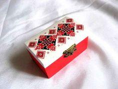 #Cutie #bijuterii cu #motive #tradiţionale #româneşti, #culori alb, #rosu şi #negru / #Jewelry #box with #traditional #Romanian #motifs, #white, #red and #black #colors / #전통적인 #루마니아어 #주제, #흰색, #빨간색과 #검은 #색 #색상의 #보석 #상자 http://handmade.luxdesign28.ro/produs/cutie-bijuterii-cu-motive-traditionale-romanesti-culori-rosu-si-negru-29157/