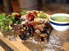 Entrecôte med grillade vindruvor och citrondipp | Recept från Köket.se