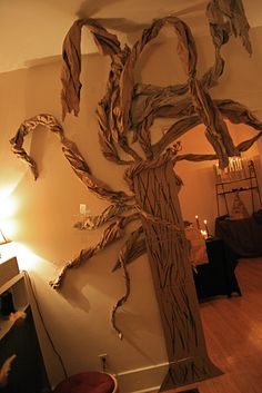 Picture inspo only: My Reading Center Idea! Whomping Willow for Harry Potter Party. Harry Potter Navidad, Harry Potter Weihnachten, Harry Potter Fiesta, Décoration Harry Potter, Harry Potter Halloween Party, Harry Potter Christmas, Theme Halloween, Halloween Ideas, Harry Potter Classroom