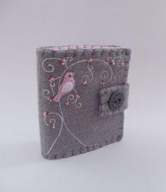 needle case w/ pink bird