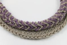 Lativan Braid Knitting Tutorial Add oh-so easy colorwork to your knitting when you learn to knit a Latvian braid! This simple twisted braid works well in accessories and more. Braid Patterns, Loom Knitting Patterns, Circular Knitting Needles, Knitting Stitches, Knitting Projects, Stitch Patterns, Knitting Tutorials, Knitting Help, Vogue Knitting