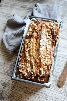 Healthy honey and oat banana bread with olive oil and spelt flour Gesundes Honig-Hafer-Bananenbrot mit Olivenöl und Dinkelmehl Gourmet Recipes, Baking Recipes, Dessert Recipes, Healthy Recipes, Free Recipes, Milk Recipes, Oats Recipes, Breakfast Recipes, Tapioca Flour Recipes