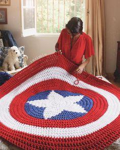 How To Crochet A Beautiful Shells Blanket In One Color - Crochet Hair Crochet Mat, Crochet Shell Stitch, Crochet Cross, Crochet Granny, Crochet Designs, Crochet Patterns, Diy Fashion Projects, Diy Projects, Crochet Videos