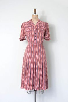 absolutely darling late 1930s / early 1950s dress. fabulous dusty pink polka dot and navy blue striped printed linen/cotton blend (such great fabric!), open collar, button up bodice, short cuffed sleeves with pleating detail at shoulders for tiny puff, 4 decorative patch pockets on front
