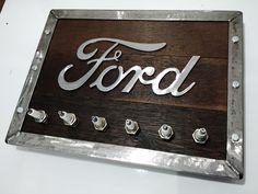 Placa rustica com logo Ford e velas ,ideal para  oficinas e decoração masculina !