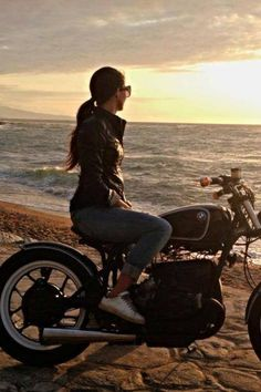 ❤️ Women Riding Motorcycles ❤️ Girls on Bikes ❤️ Biker Babes ❤️ Lady Riders ❤️ Girls who ride rock ❤️TinkerTailorCo ❤️ Harley Davidson, Bmw Motorcycles, Vintage Motorcycles, Lady Biker, Biker Girl, Honda, V Max, Just Dream, Biker Chick