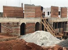 Top floor walls coming up! Environmental Architecture, Sustainable Architecture, Residential Architecture, Architecture Details, Contemporary Architecture, Pavilion Architecture, Rammed Earth Homes, Rammed Earth Wall, Mud House