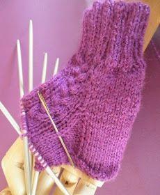 ARTES-ANAS: CALCETINES 5 AGUJAS,TALÓN Y CAZUELA, (2 DE 3) Crochet For Beginners, Fingerless Gloves, Arm Warmers, Knit Crochet, Socks, Knitting, Pattern, Fashion, Knit Socks