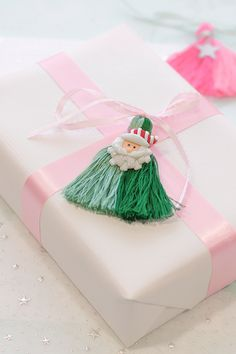 DIY Two-Color Tassel Gift Tag