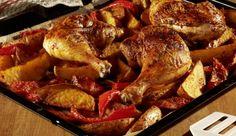 Wenn du mal Lust auf Geflügel hast, empfehlen wir dir die Ofen-Hähnchen-Schenkel. Zusammen mit den Kartoffeln und der Paprika schmeckt dieses Ofengericht besonders köstlich