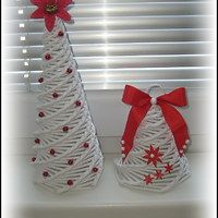 Pletené z papíru / Domov | Fler.cz Xmas, Christmas Tree, Origami, Basket, Ornaments, Holiday Decor, Crafts, Home Decor, Newspaper