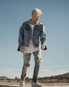 Listen to every Justin Bieber track @ Iomoio Justin Bieber 2015, Justin Bieber Outfits, Style Justin Bieber, Justin Bieber Moda, Justin Bieber Pictures, Justin Bieber Fashion, Blazer Outfit, Vans Outfit, Top Hairstyles For Men