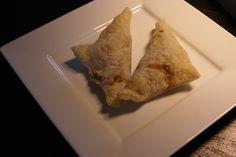 Appelflappen uit de Airfryer In dit recept leggen we uit hoe je heel gemakkelijk zelf appelflappen kunt maken! Super lekker voor tussendoor of als toetje met wat vanille ijs! Dit recept is voor vier appelflappen. Ingrediënten – 4 plakjes bladerdeeg – 1 grote appel – kaneel – suiker – eventueel rozijnen Hoe maak je Appelflappen …