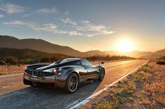 Pagani Huayra sold out Fast Sports Cars, Super Sport Cars, Super Cars, Bmw Classic Cars, Classic Car Show, Chrysler Convertible, Cool Car Pictures, Car Pics, Pagani Huayra