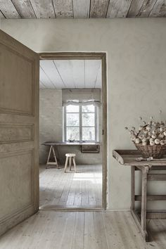 The wallpaper Zen - from Sandberg is a wallpaper with the dimensions x m. The wallpaper Zen - belongs to the popular wallpaper collectio Zen Wallpaper, Hallway Wallpaper, Pattern Wallpaper, Sandberg Wallpaper, Ryoanji, Wabi Sabi, Boutique Deco, Style Japonais, Historia