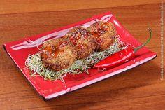 Soho Thai (jantar)    Tod Man O  Bolinho de peixe com camarão, pincelado com molho Thai agridoce picante