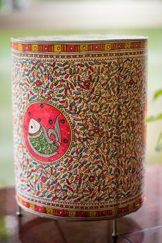 Creative Lampshades to add color to your bedroom. Madhubani Art, Madhubani Painting, Bottle Painting, Bottle Art, Rangoli Painting, Indian Inspired Decor, Kalamkari Painting, Handmade Lampshades, Painting Lamp Shades