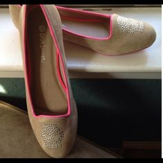 Diva Lounge Ballet Skull Flats Size 7. Worn once around the house. In excellent condition.  Size is: 7.  Beige with pink trim! Diva Lounge Shoes Flats & Loafers