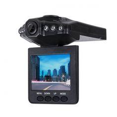 """Quer KOM0581 to wysokiej jakości wideorejestrator samochodowy nagrywający obraz w rozdzielczości 1920 x 1080p (interpolowana z 640 x 480 px). Zarejestrowany materiał można od razu podejrzeć na wbudowanym wyświetlaczu o przekątnej 2,5"""" z możliwością obracania. Rejestrator pozwala również na robienie zdjęć w rozdzielczości 0,3 Mpx. Urządzenie obsługuje karty pamięci o pojemności do 32 GB."""