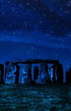 Stonehenge under deep blue. Everything Is Blue, Midnight Sky, Stonehenge, Love Blue, Blue Aesthetic, Color Azul, Stars And Moon, Night Skies, Deep Blue