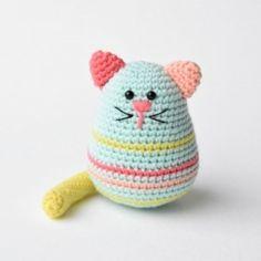 egg-shaped cat