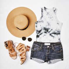 #OOTD - Floppy hat, body suit, shorts, sandals and the perfect pair of sunnies.