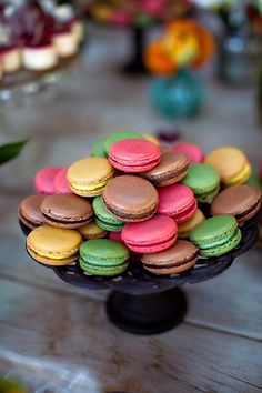 Pretty colors. Take out the green and you've got yourself some wedding macarons.