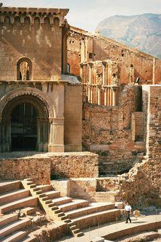 El Teatro Romano de Cartagena, España. El teatro fue construido entre el 5 y el 1 aC, la Catedral Vieja fue construida en la cima de Cartagena, SPAIN.