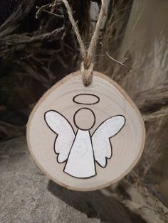 Angel Ornament - Wood Burned Ornaments / Gift Tags - can be PERSONALIZED This listing is for one Angel ornament. Some angels have blonde hair, brown hair or are plain. Please specify at check o. Wooden Ornaments, Diy Christmas Ornaments, Diy Christmas Gifts, Christmas Projects, Holiday Crafts, Christmas Decorations, Hair Ornaments, Christmas Wrapping, Holiday Decor
