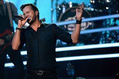 Billboard Music Awards: Luke Bryan's 'Play It Again' Marks Second Performance | Billboard